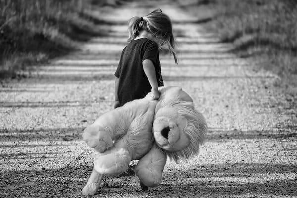 girl_with_teddybear